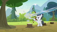 Skeedaddle gets shot from the archery bow S7E21