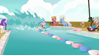 Twilight Velvet rapidly circling the race pool S7E22