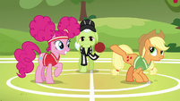 Applejack --try to be the first one to kick it-- S6E18