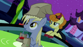 Golden Harvest and Derpy S02E04.png