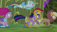 Main cast dash through the maze S5E21