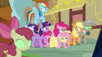 Mane Six see their friends and family hypnotized S9E2
