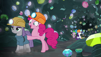 Pinkie Pie pushing Maud out of the cave S7E4