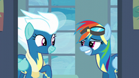 Rainbow Dash gives Fleetfoot a grin S6E7
