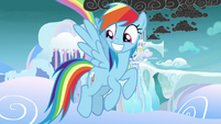Rainbow grinning at the students S8E25