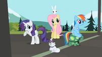 Rarity, Fluttershy and Rainbow Dash hear Applejack S02E07