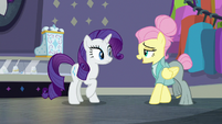 Snooty Fluttershy greeting Rarity S8E4