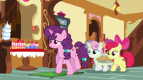 Sugar Belle and CMC at front of the bakery S9E23