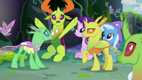 Thorax getting every changeling's attention S7E17