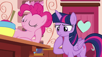 Twilight Sparkle considers asking Applejack S6E22