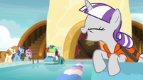Twilight Velvet calling out to Shining Armor S7E22