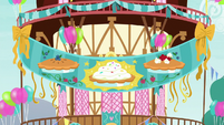 Banner at Pinkie Pie's pie-eating party S7E23
