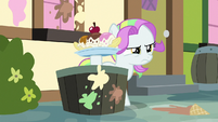 Coconut Cream holding an ice cream sundae S7E14