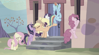 Equalized Mane Six trying to get in S5E02