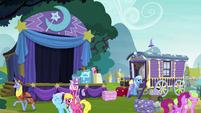 Ponies leaving Trixie's magic show S8E19