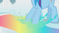 Rainbow dips her hooves in rainbow water S1E07