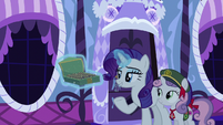 Rarity offering cookies to her friends S6E15