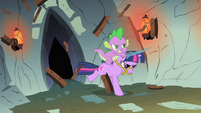Spike and Twilight breaking the door S1E19