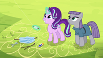 Starlight Glimmer flying a kite with Maud S7E4