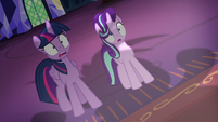 Twilight and Starlight shocked by Rarity's mane S7E19