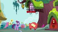 Twilight sees that Rainbow is nowhere to be found S4E21