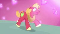 Big Mac galloping with hearts in his eyes S8E10