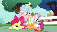 Cozy Glow shows the CMC her homework S8E12