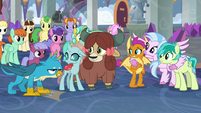 Gallus irritably sides with his friends S8E25