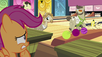 Lebowski ponies looking at Scootaloo S9E23