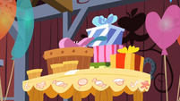 Presents for Pinkie S1E25