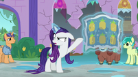 Rarity showing quilts' pineapple pattern S8E21