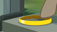 S4E04 Dr. Caballeron con el anillo