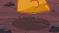 Sharp rocks under Smolder's feet S9E9