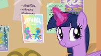 Twiliight Sparkle looking behind her S9E7