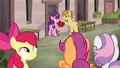 Crusaders observe Sugar Belle and Feather Bangs S7E8.png