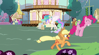 Main ponies having fun in Celestia's flashback S7E1
