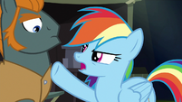 Rainbow pointing at henchponies S6E13