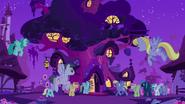 S02E22 Kucyki zbierają się w bibliotece Twilight