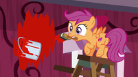 Scootaloo wobbling on the ladder S8E12