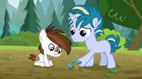 Skeedaddle kicking a horseshoe S7E21