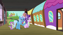 Trixie calls out to Twilight on the train S7E2