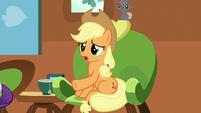 Applejack apologizes to Fluttershy S7E5