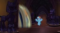 Applejack being spun around S04E03
