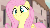 Fluttershy sways her head to the music S5E1