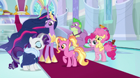 Luster sees older main ponies arrive S9E26
