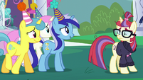 Minuette, Twinkleshine, and Lemon Hearts approach Moon Dancer S5E12