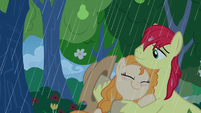 Pear Butter hugs Bright Mac in the rain S7E13