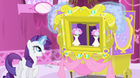 Rarity levitates decorations on puppet theater S4E23