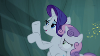 Rarity making shadow puppets S7E16