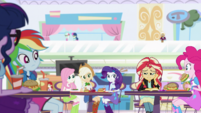 Sunset Shimmer's friends all look at her EGS3